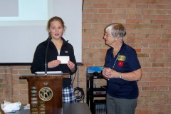 Guest-speaker-Gillian-Carter-is-thanked-by-Kiwanian-Louise-Ameila