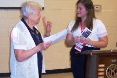 guest-speaker-dakota-hodgson-from-nurse-next-door-is-thanked-by-kiwanian-eileen-richards-web-768x659